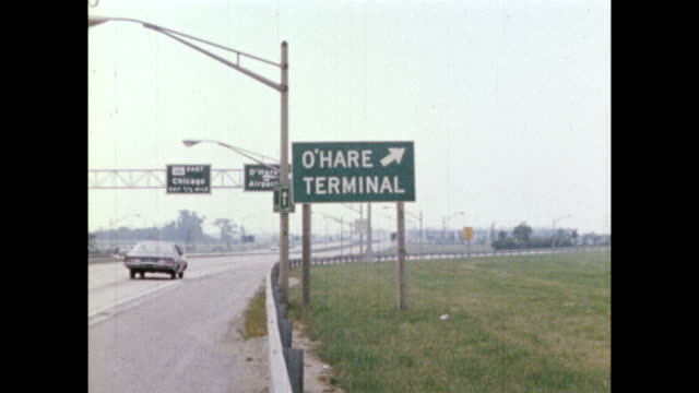 vidéos et rushes de / views of chicago international airport during the democratic national convention / us air force c-141 starlifter takes off from airport / sign:... - 1968