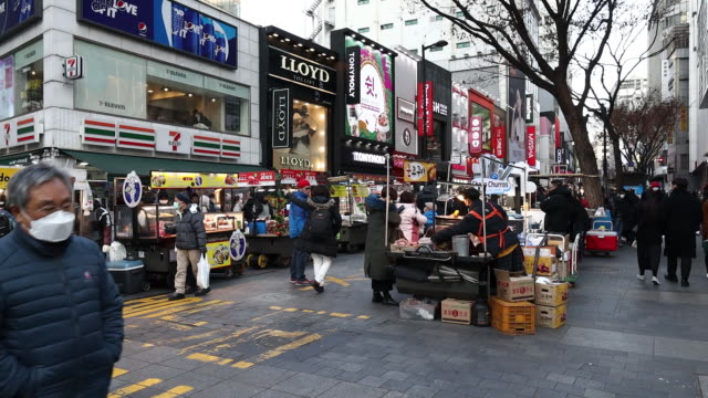views of city and pedestrians wearing protective masks in seoul south korea on monday february 3 2020 - coreano video stock e b–roll