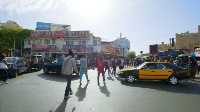 vidéos et rushes de views of city streets in dakar, senegal - city street