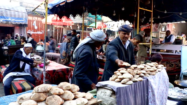 vídeos de stock, filmes e b-roll de views of daily life in yemen, un draft resolution on yemen presented to the security council, calls for an immediate truce in the port city of... - mercado das pulgas