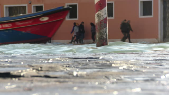 views of flooding in venice - flowing water video stock e b–roll