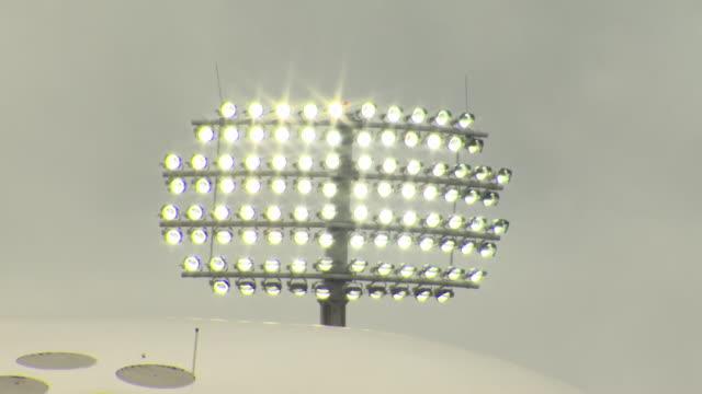 stockvideo's en b-roll-footage met views of floodlights at lords cricket ground - cricketveld