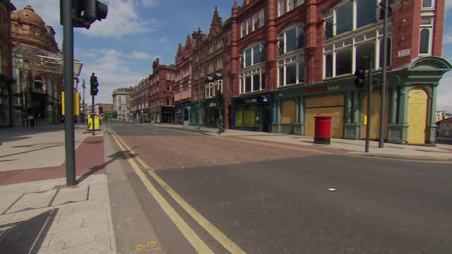 views of leeds during the coronavirus lockdown - inquadratura fissa video stock e b–roll