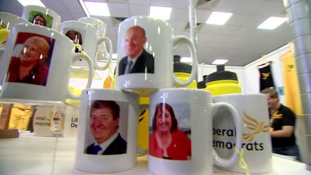 vídeos de stock e filmes b-roll de views of mugs with the image of liberal democrat leader vince cable - conferência partidária