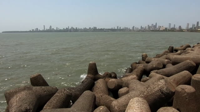 views of mumbai during the coronavirus lockdown - inquadratura fissa video stock e b–roll