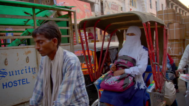 views of people and traffic on a street in varanasi, uttar pradesh, india. - riksha bildbanksvideor och videomaterial från bakom kulisserna