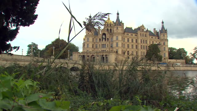 views of schwerin palace, which serves today as the regional parliament, or landtag, of mecklenburg-vorpommern in the northeast of germany. - palace video stock e b–roll