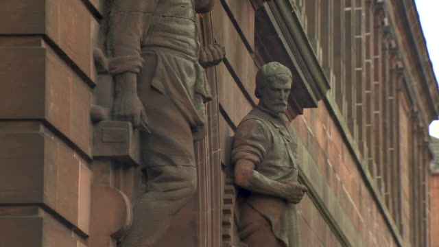 stockvideo's en b-roll-footage met views of statues representing the professions of shipbuilding and engineering outside a building that is now the fairfield heritage centre and which used to house shipyard offices, govan, glasgow, scotland. - mannelijke gelijkenis