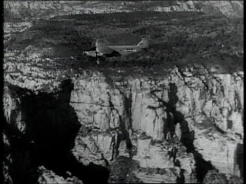 1928 aerial views of the grand canyon / united states - 1928年点の映像素材/bロール