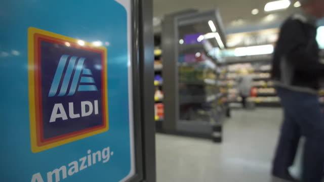 views of the inside of an aldi supermarket uk nnbz126j absa627d - 生鮮食品コーナー点の映像素材/bロール