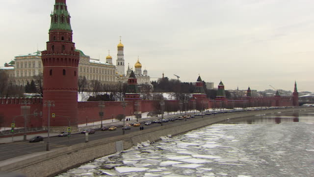 views of the kremlin and melting ice on the moskva river - moscow russia stock videos & royalty-free footage