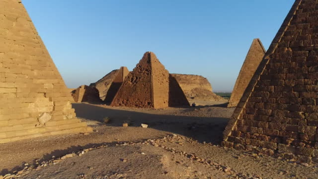 vídeos y material grabado en eventos de stock de views of the nubian pyramids in sudan - egipto
