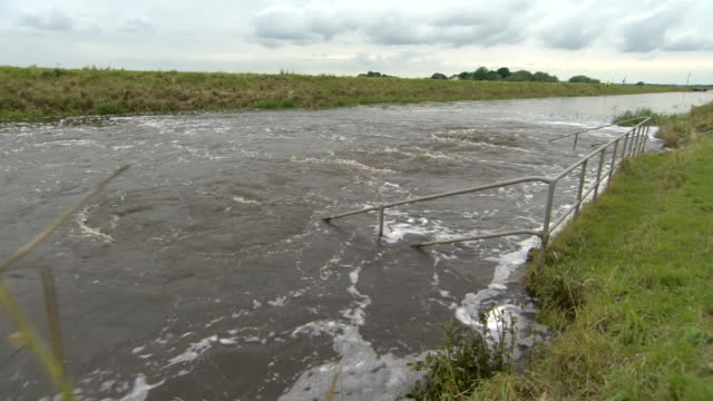 views of the river steeping in lincolnshire after it burst its banks causing serious flooding - lincolnshire stock videos & royalty-free footage