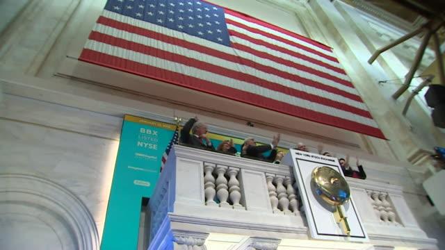 vídeos de stock e filmes b-roll de views of the trading floor at the new york stock exchange - negociante ocupação financeira