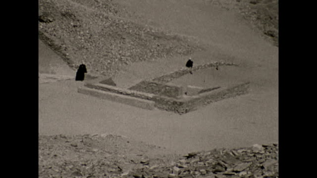 vidéos et rushes de views of the valley of the kings in egypt 1932 showing ancient archaeology partially covered by sand and debris prior to excavation. - archéologie