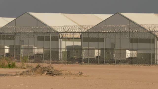 vidéos et rushes de views of the west texas detention facility - texas