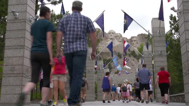 Views of tourists near Mount Rushmore