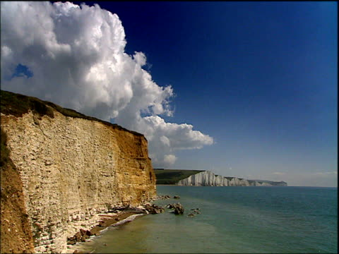 views of white cliffs of dover kent - イギリス海峡点の映像素材/bロール