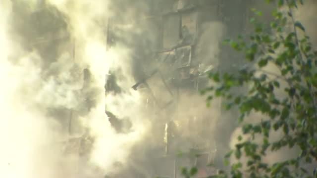 vídeos de stock, filmes e b-roll de views of windows burning during the grenfell tower fire - armação de janela