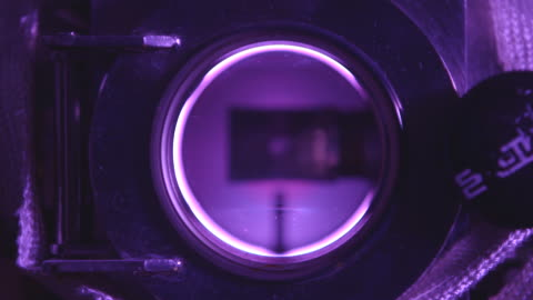 vidéos et rushes de views through a small round window in a lab - chimie
