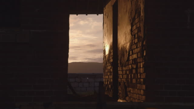 vidéos et rushes de views through old building in jamaica - mur brique
