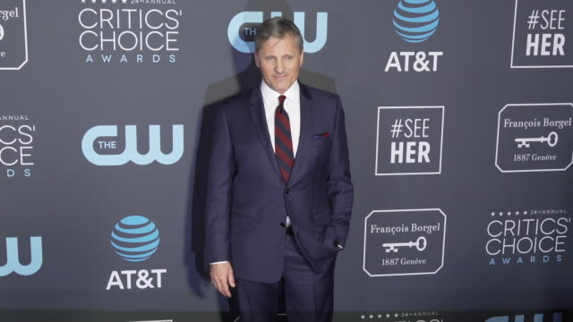 gif viggo mortensen at the 24th annual critics' choice awards at barker hangar on january 13 2019 in santa monica california - barker hangar stock videos & royalty-free footage