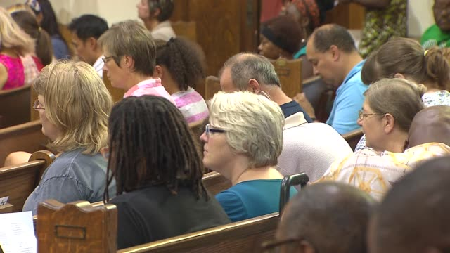 vídeos y material grabado en eventos de stock de vigil was held for the 5 people shot in a drive by shooting in front of the uptown baptist church. 1 of the 5 victims is still on life support people... - baptista