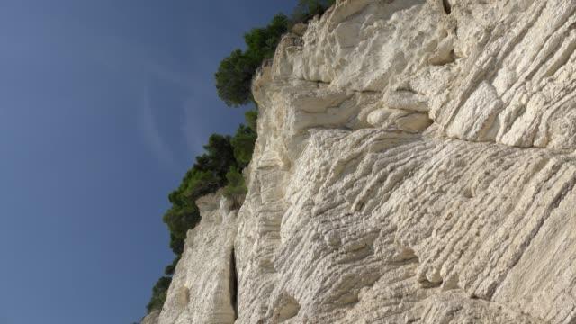 vídeos y material grabado en eventos de stock de td / vignanotica beach with white limestone rocks at the adriatic sea - península