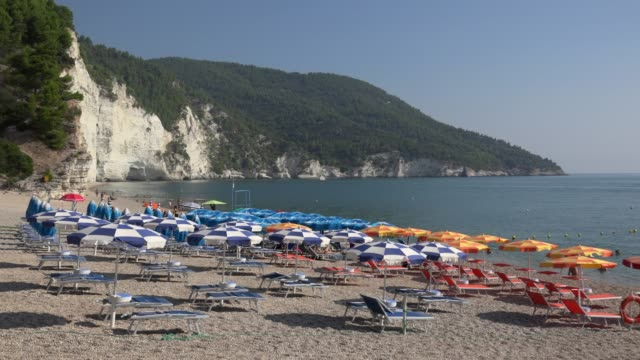vignanotica beach with white limestone rocks at the adriatic sea - adriatic sea stock videos & royalty-free footage