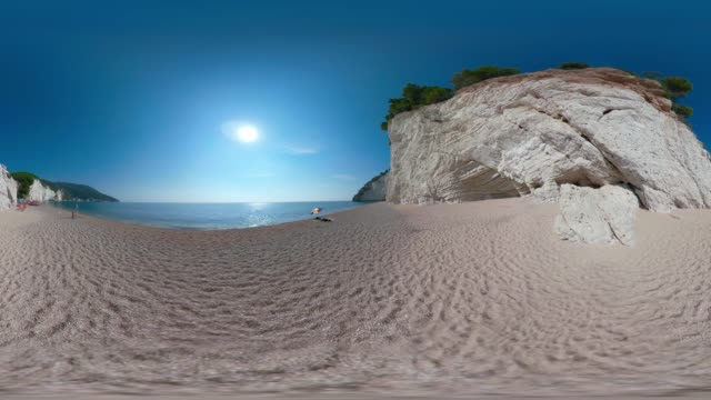 360 vr / vignanotica beach with white limestone rocks at the adriatic sea - 360 video stock videos & royalty-free footage