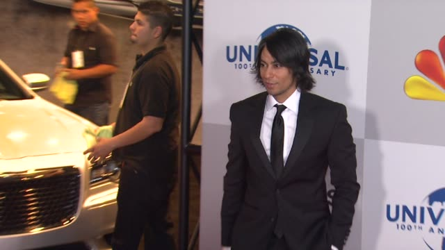 vídeos de stock e filmes b-roll de vik sahay at nbcuniversal's 69th annual golden globe afterparty in beverly hills ca on 1/15/12 - prémio globo de ouro