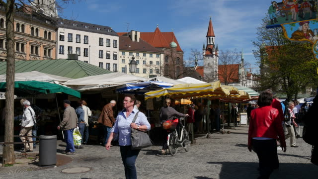 viktualienmarkt, munich, bavaria, germany - frauen über 40 stock-videos und b-roll-filmmaterial