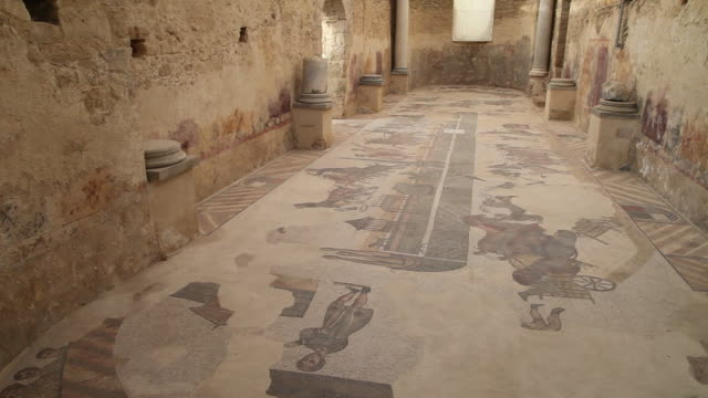 vidéos et rushes de villa romana del casale, roman mosaics in the roman villa near piazza armerina - archéologie