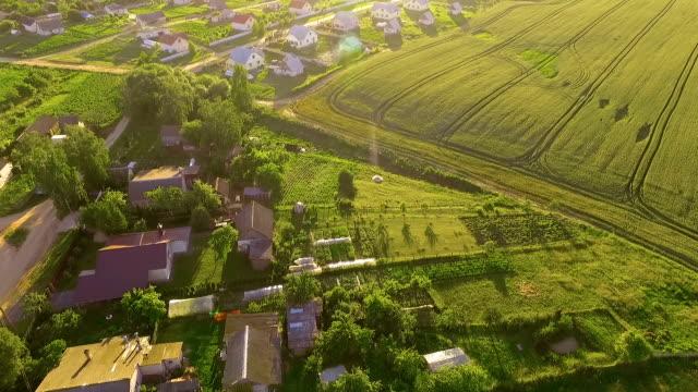 village, luftaufnahme - dorf stock-videos und b-roll-filmmaterial