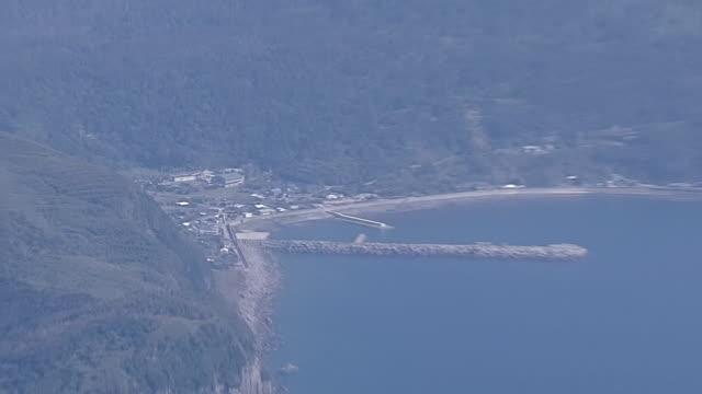 aerial, village and mt shindake, kuchinoerabujima is, kagoshima, japan - philippine sea stock videos & royalty-free footage