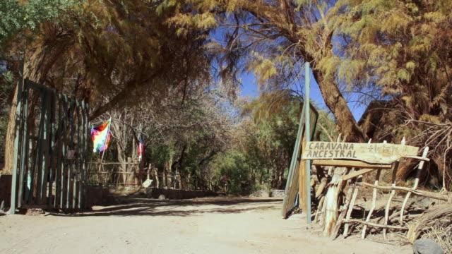 vídeos y material grabado en eventos de stock de ms pan village entrance / angostura, chile - wiese