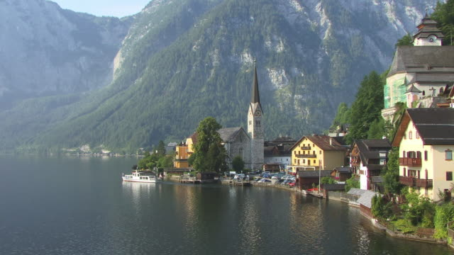 ws, ha, village hallstatt at hallstatter lake, austria - 客船点の映像素材/bロール