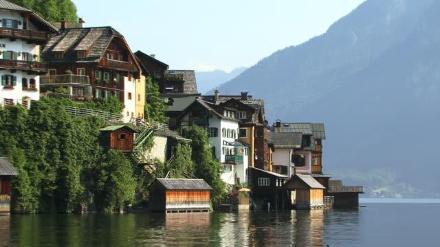 ms, zo, village hallstatt at hallstatter lake, austria - österreichische kultur stock-videos und b-roll-filmmaterial