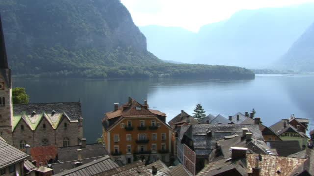 ws, pan, ha, village hallstatt at hallstatter lake, austria - österreichische kultur stock-videos und b-roll-filmmaterial