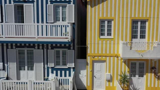vídeos de stock e filmes b-roll de village in costa nova / aveiro, portugal - cena não urbana