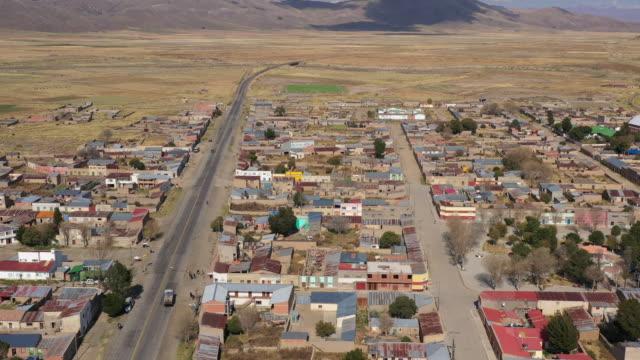 village in pazna municipality / poopo province, bolivia - 南アメリカ点の映像素材/bロール