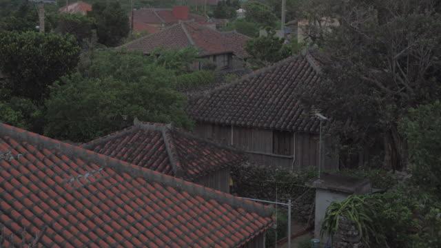 vídeos de stock, filmes e b-roll de village in taketomi island, okinawa, japan - vista da cidade