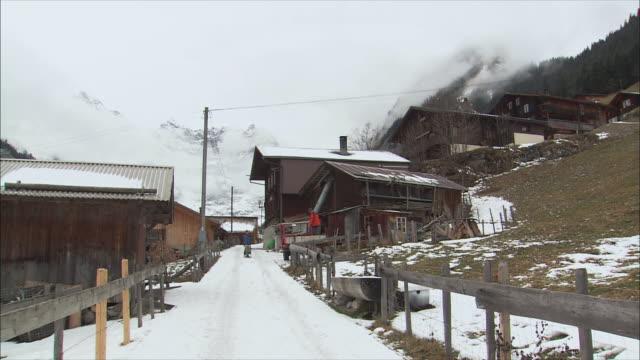 ws village in winter / gimmelwald, berner oberland, switzerland - gimmelwald stock videos & royalty-free footage