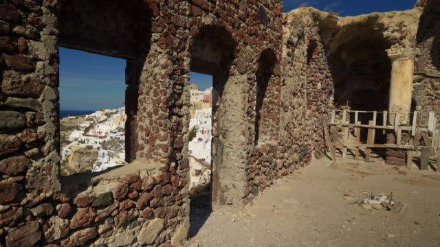 village of oia on the greek island of santorini, greece - insel santorin stock-videos und b-roll-filmmaterial