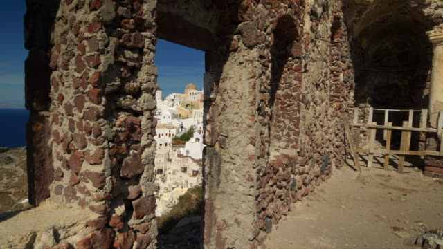 stockvideo's en b-roll-footage met village of oia on the greek island of santorini, greece - oia santorini