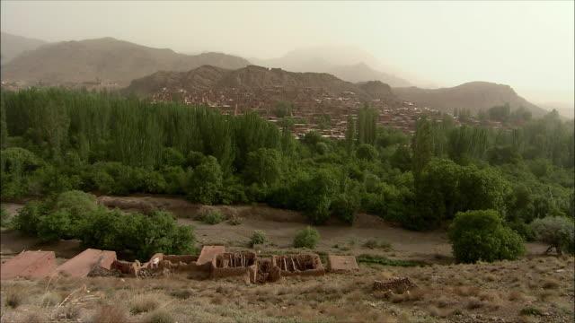 ws ha village on foot of mountain, abyaneh, iran - iran stock videos & royalty-free footage
