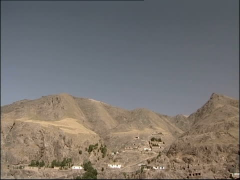 stockvideo's en b-roll-footage met a village sits in a desert valley in afghanistan. - afghanistan
