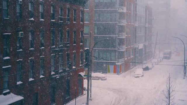 村の降雪 2021 - 灯台船点の映像素材/bロール