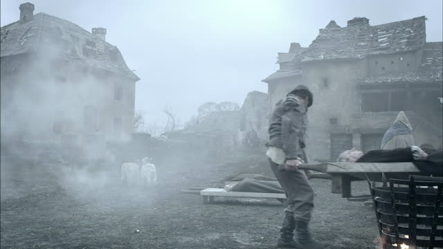villagers burn corpses during the black plague. - epidemic stock-videos und b-roll-filmmaterial