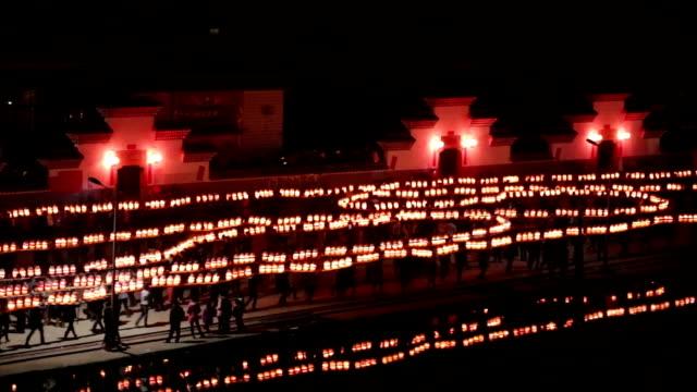 stockvideo's en b-roll-footage met fuzhou, china - february 3, 2017: villagers celebrate chinese new year with the long bridge dragon lantern at night. - chinees nieuwjaar